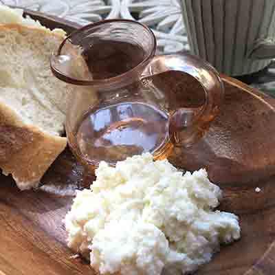 リコッタチーズとトースト