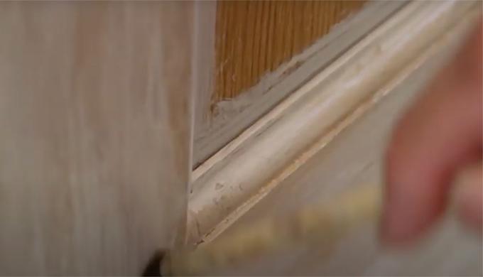 ドアにエイジング塗装をする方法
