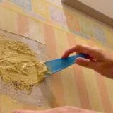 トイレットペーパーホルダーで出来た壁の穴を、DIYで補修